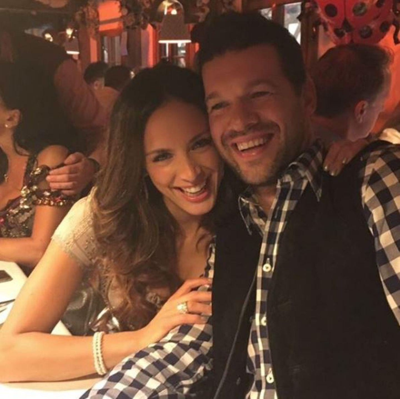 """""""Happy Birthday"""" vom Feinsten: Das Instagram-Foto von Natacha und ihrem Liebsten zeigt, wie glücklich Michael Ballack seinen Wiesn-Geburtstag feiert."""