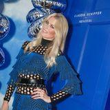 Supermodel Claudia Schiffer feiert anlässlich der Vorstellung ihrer Capsule Collection für Aquazzurra in wunderschön leuchtendem Blau.