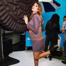 Cathy Hummels mit Riesenkeks und Baby-Bauch bei der Oreo Pop-up-Store-Eröffnung in Berlin