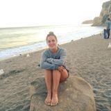 """Ex-""""No Angels""""-Star Sandy Mölling genießt den Sonnenuntergang am Strand in Los Angeles. Zu dem Bild schreibt sie: """"Kein Make-up, kein Haar-Styling, nur ich und der Strand. Sandige Füße inklusive."""""""