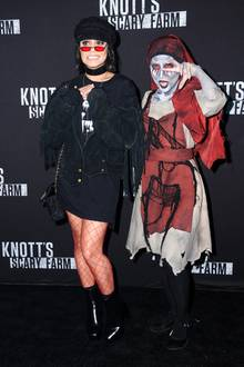 "29. September 2017  Bei der ""Knott's Scary Farm Celebrity Night"" läutet Vanessa Hudgens die Gruselsaison ein."