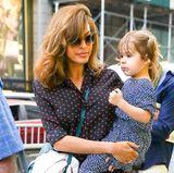 26. September 2017  Ist die groß geworden: Endlich können wir mal wieder einen Blick auf Esmeralda erhaschen, die mit Mama Eva Mendes auf Shoppingtour in New York ist.