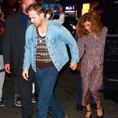 1. Oktober 2017  Romantsiche Date Night: Ryan Gosling und Eva Mendes verbringen den Abend in trauter Zweisamkeit im Tao-Restaurant in New York. Wir freuen uns über dieses seltene Pärchenfoto.