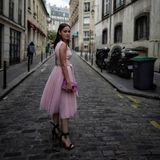 1. Oktober 2017  Schauspielerin Emilia Schüle setzt hingegen auf einen verträumten Ballerina-Look und läuft so durch die Gassen der französischen Hauptstadt. So ist sie auf dem Weg zu der Schau von Kaviar Gauche.