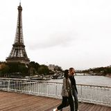 1. Oktober 2017  Lena Meyer-Landrut und Stefanie Giesinger sind beide in Paris, um während der Fashion Week für L'Oréal über den Runway zu laufen. Privat führen die Bretter, die die Welt bedeuten, für sie jedoch am Eiffelturm vorbei. Herrlich!