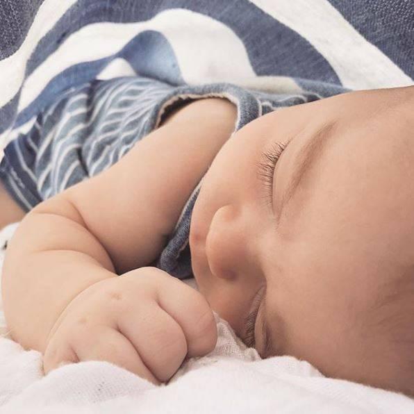 1. Oktober 2017  Ganz friedlich schlummert der kleine Liam auf seiner Kuscheldecke und entzückt damit Mama Lauren Conrad (und uns).