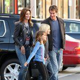 Jeans, Shirt und bequeme Schuhe, in diesem Style war sich Familie Crawford-Gerber immer schon einig, auch hier 2009 in Malibu.
