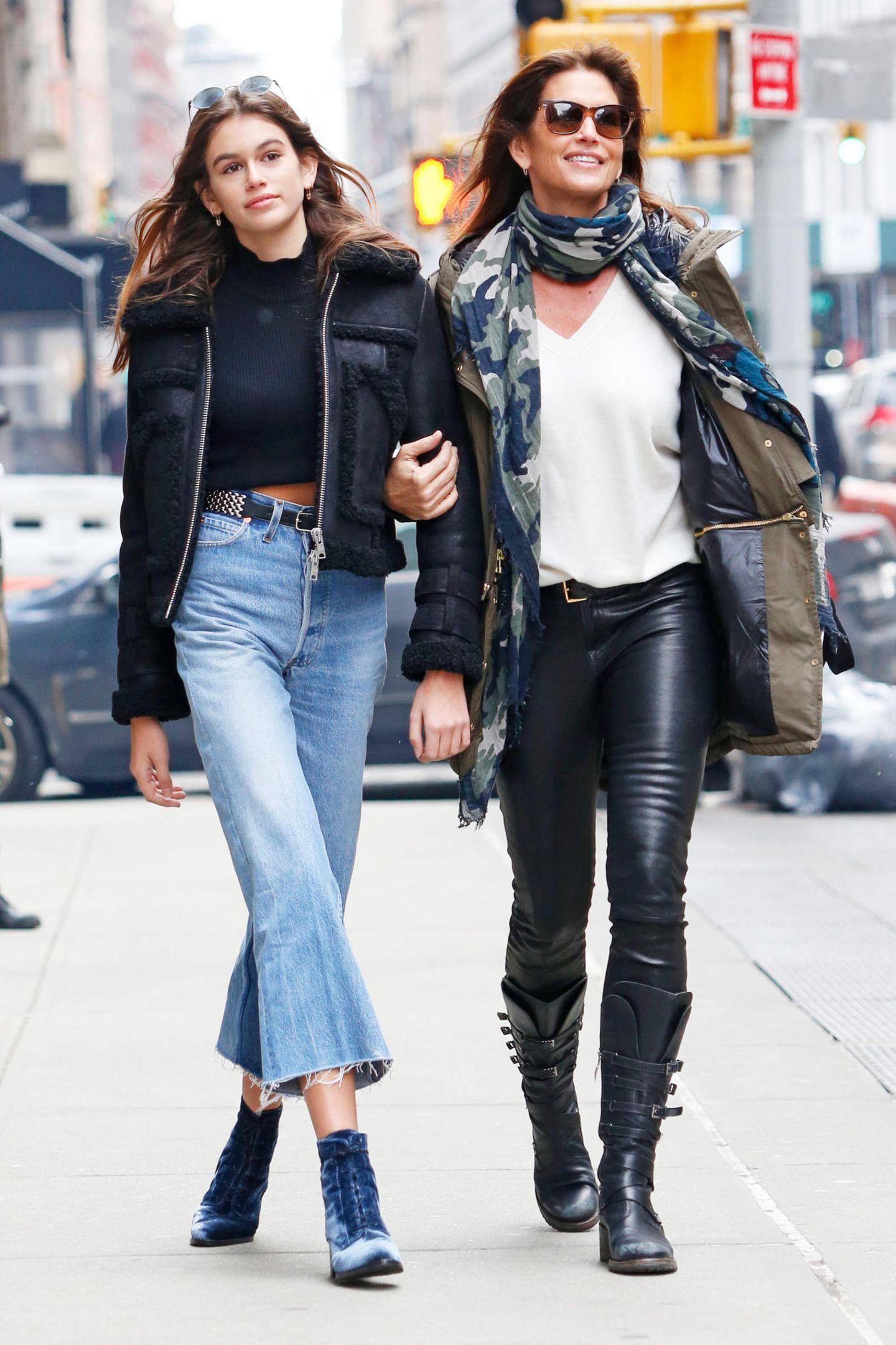 Wenn Kaia und Cindy gemeinsam im lässigen Leder-Jeans-Look durch die Straßen von New York ziehen, rennen sich die Paparzzi gegenseitig um.