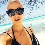Lena Gercke flüchtet vor den herbstlichen Temperaturen in Deutschland und genießt die Sonne in Afrika. Dieses lässige Sonnenbrillen-Selfie knipste das Topmodel auf Zansibar und macht uns damit alle auf Instagram neidisch.