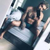 """Guten Morgen, du Nackedei: Bill Kaulitz, Frontmann der Band """"Tokio Hotel"""", erfreut seine weiblichen Fans mit einem freizügigen Selfie."""