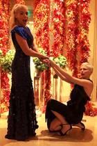 """Michelle Williams und Busy Philipps  Sie verbindet nicht nur ihr Engagement in der Serie """"Dawson`s Creek"""": Die beiden Schauspielerinnen verbringen Zeit so viel es geht miteinander und bezeichnen sich als absolut beste Freundinnen."""