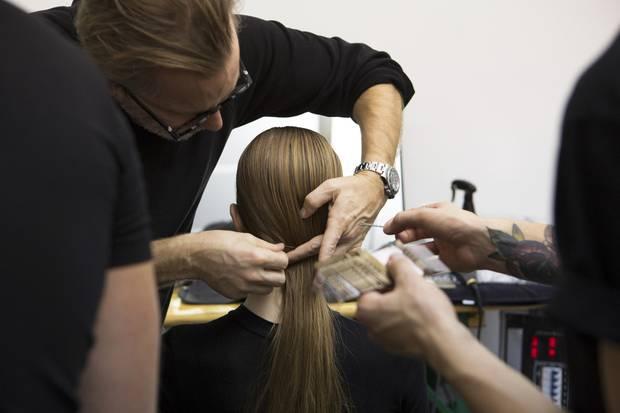 So entsteht der Haar-Look für Nobi Talai