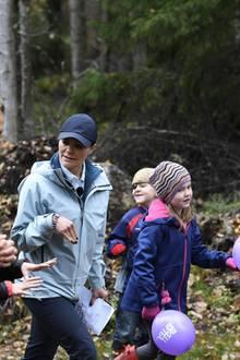 6. Oktober 2017  Über Stock und über Steine: Victoria hat keine Scheu davor, durch das Geäst und Dickicht im Naturgebiet Viberget zu steigen. Von wegen Prinzesschen!