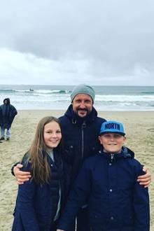7. Oktober 2017  Mit dabei sind auch Ingrid und Sverre, die Kinder des Paares. Sie verbringen den Strandtag mit ihren Eltern - ganz ohne Sorgen, dafür mit viel guter Laune.