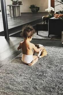 6. Oktober 2017  Ist das nicht niedlich: Baby Luna spielt mit den süßen Welpen - beste Freunde in de Mache. Mutter Chrissy Teigen konnte nicht anders als es zu posten.