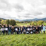 Gruppenbild mit Damen: Anne Meyer-Minnemann (Chefredakteurin GALA) und Astrid Bleeker (Brand Solutions Director GALA) freuen sich über die rege Teilnahme am Buddy Weekend 2017 vor malerischem Alpenpanorama.