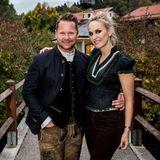 """Bastian Ammelounx (La Martina) und GALA-Chefredakteurin Anne Meyer-Minnemann haben sich für den """"BEEFigen Empfang"""" in Schale geschmissen."""