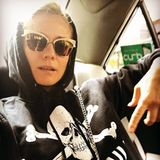 """Beim Besuch in ihrer Heimat Deutschland trägt Hollywoodstar Diane Kruger einen """"St. Pauli""""-Hoodie und postet dieses lässige Selfie auf Instagram. Vielleicht löst der Weltstar mit diesem Schnappschuss in Amerika sogar einen neuen Modetrend aus."""
