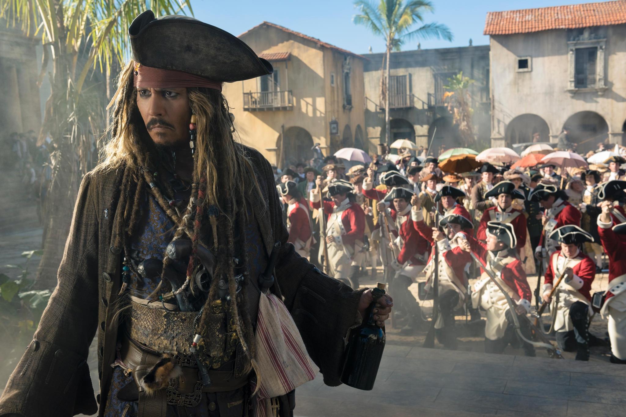 Johnny Depp ist wieder als Captain Jack Sparrow unterwegs (Szenenbild)