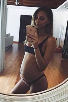April Love Geary, die Freundin von Musiker Robin Thicke, freut sich über ihre wachsende Babykugel. Bis Anfang März 2018 muss sich die 22-Jährige aber noch gedulden, ehe sie ihr Baby in die Arme schließen kann.