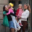 10. Oktober 2017  Halbschwester Aurora Ramazzotti schnappt sich das Geburtstagskind Sole und drückt es ganz fest.