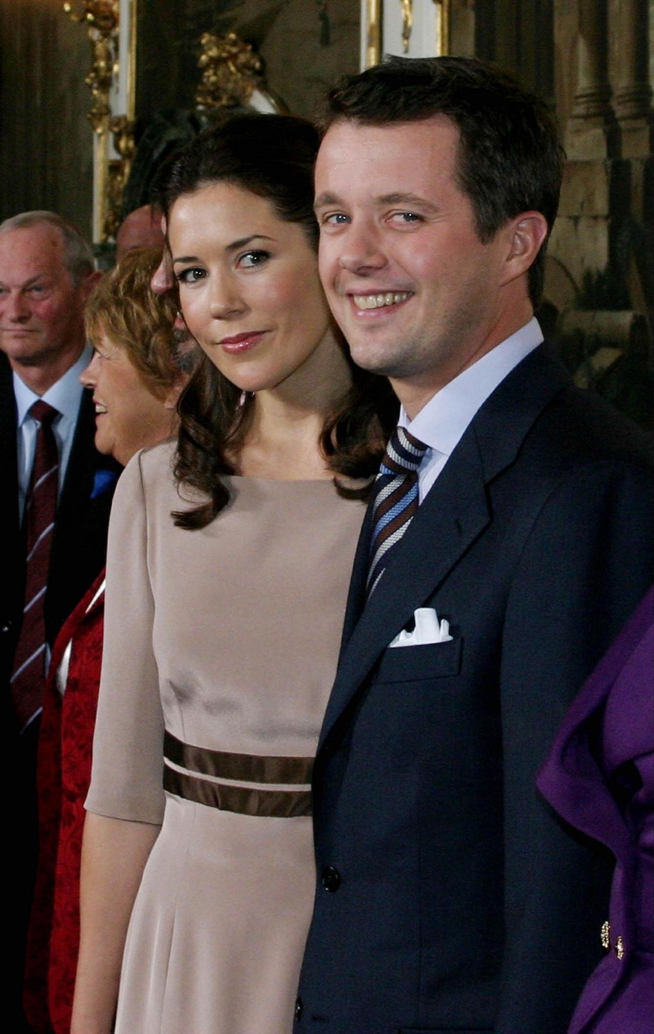 Am Tag, an dem sie ihre Verlobung bekanntgaben, strahlten Mary Donaldson und Prinz Frederik so jugendlich in die Kamera. Es war der 8. Oktober 2003
