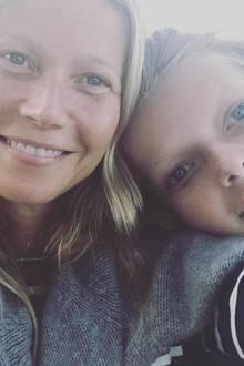 """12. Oktober 2017  Zum internationalen Mädchentag (11. Oktober) teilt die Schauspielerin Emotionales: """"Alles was ich mache in meinem Leben, mache ich für dieses Mädchen (und ihren Bruder)"""", postet Gwyneth Paltrow zu ihrem süßen Foto mit Tochter Apple."""