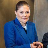 """11. Oktober 2017  Prinzessin Victoria eröffnet das Marine Pädagogische Ausbildungszentrum in Malmö und schaut bei der """"Life Below Water 2017""""-Konferenz dem Meerestier gegenüber etwas skeptisch."""