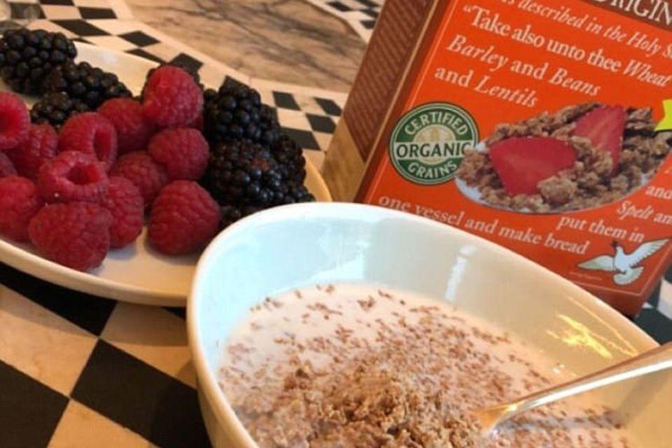 Frühstück bei den Beckhams: Crunchy Cereal mit Mandelmilch und Beeren