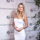 Topmodel Toni Garrn zeigt mit diesem Look, dass es auch durchaus ohne BH geht. Während viele Stars auf dem Red Carpet oftmals für Nippel-Blitzer sorgen, bezaubert Garrn in ihrem weißen Kleid skandalfrei und mit Stil.