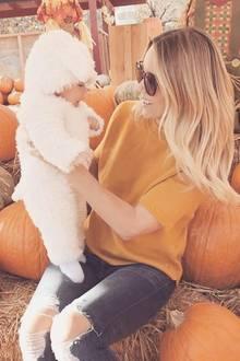 """""""Dieses kleine Lamm besichtigt heute zum ersten Mal ein Kürbisfeld"""", postet Lauren Conrad. Die TV-Darstellerin zeigt sich und ihren Sohn Liam im süßen Lammkostüm beim Kürbisfeldbummel."""