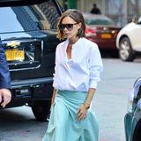 Extrafrisch wirkt dieser weiß-mintgrüne New-York-Style von Victoria Beckham.