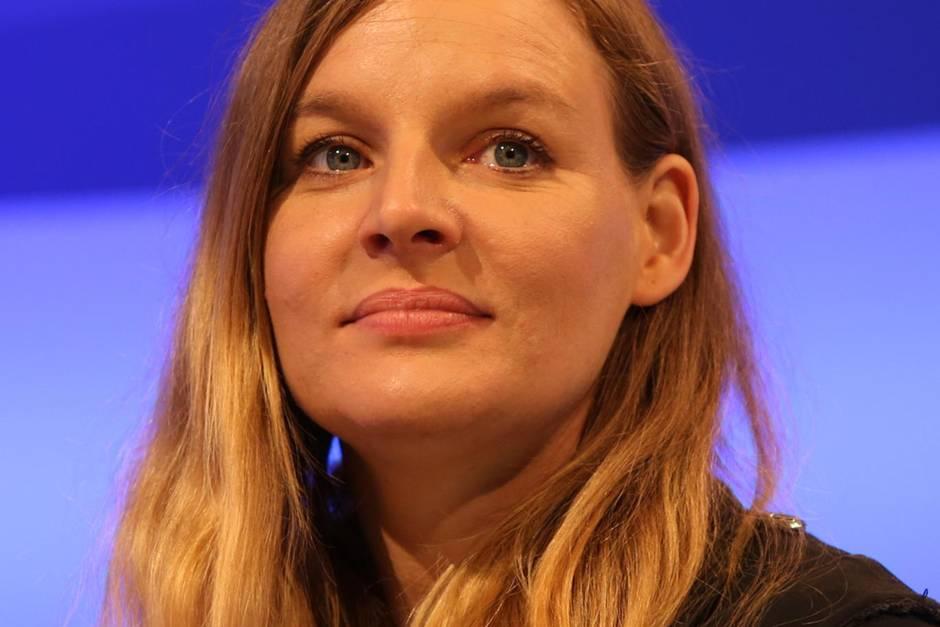 Sorge um Judith Holoferne: Sie hat eine Gehirnhautentzündung