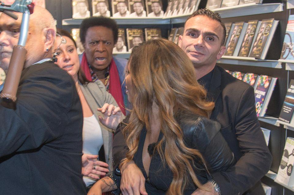 Patricia Blanco sieht rot: Auf der Buchmesse sucht sie Streit mit Vater Roberto Blanco