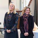 """12. Oktober 2017  Zur Ausstellung über """"Die Königlichen Ställe. Reiter und Equipagen"""" kamen Prinzessin Mette-Marit und ihre reitbegeisterte Schwägerin, Prinzessin Märtha Louise von Norwegen, im Doppelpack."""