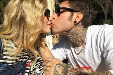 Es wird geknutscht wie wild, und kein Ende in Sicht: Chiara Ferragni und ihr Verlobter Fedez zeigen sich ein weiteres Mal total verliebt.