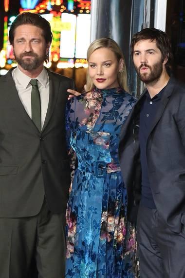 """16. Oktober 2017  Die """"Geostorm""""-Stars posieren auf dem roten Teppich: Gerard Butler, Abbie Cornish und Jim Sturgess während der Premiere des neuen Kinofilms in Los Angeles."""