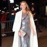 """Das Beste kommt ja bekanntlich zum Schluss: Zur Premiere ihres neuen Films """"All I See Is You"""" erscheint Blake Lively in einem silbernen Abendkleid aus der Chanel Couture Kollektion"""