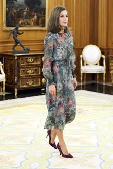 Royaler Auftritt zum Schnäppchenpreis: Königin Letizia bezaubert in einem floralen Traumkleid von Zara für günstige 59,95 Euro.