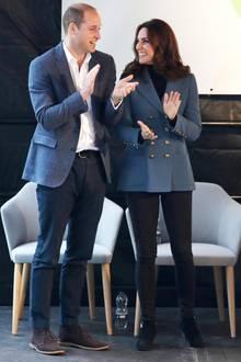 Über was genau sich Herzogin Catherine und Prinz William auf diesem Foto so köstlich amüsieren, wissen wir leider nicht. Wir haben da allerdings eine Vermutung...