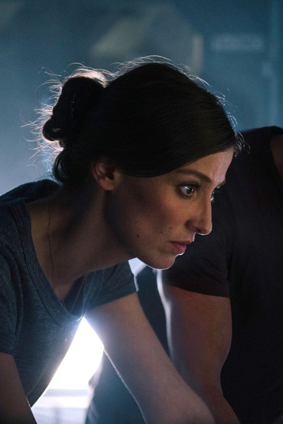 """Jetzt im Kino: Im Science-Fiction-Thriller """"Geostorm"""" spielt Alexandra Maria Lara die Astronautin Ute Fassbinder. Gemeinsam mit Satelliten-Experte Jake Lawson (Gerard Butler) will sie verhindern, dass Naturkatastrophen die Erde vernichten"""