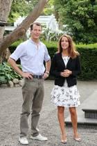 Prinz Joachim und Prinzessin Marie vor ihrer Villa