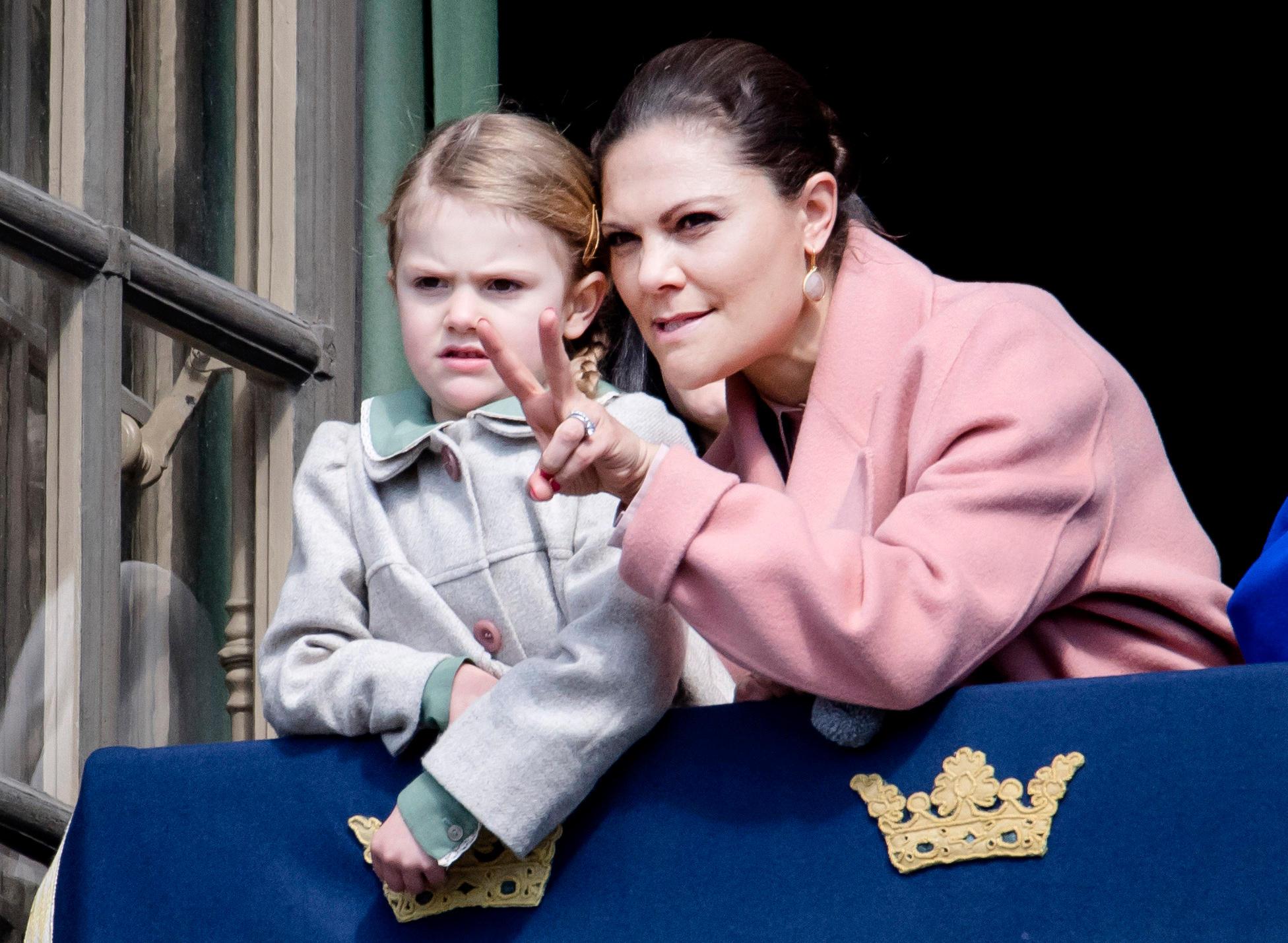 Prinzessin Estelle und Prinzessin Victoria bei den Feierlichkeiten zum 70. Geburtstag von König Carl Gustaf.