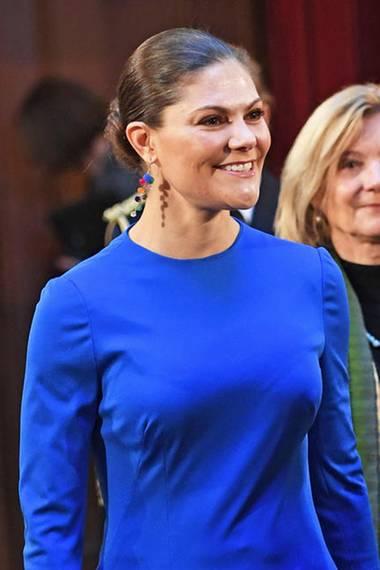 Raffinesse in Royalblau: Der Style von Prinzessin Victoria
