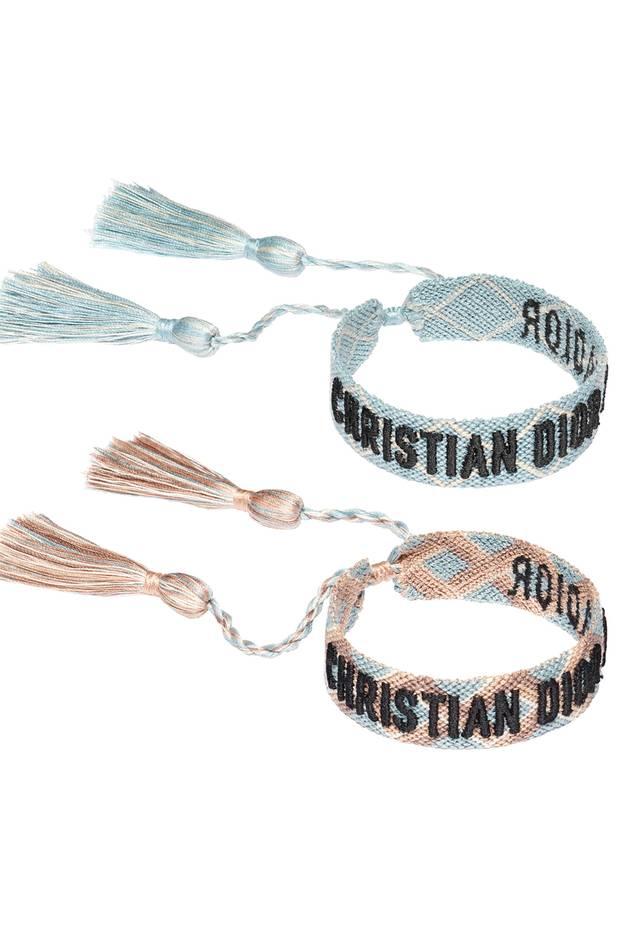 """Die wohl luxuriösesten und lässigsten Freundschaftsbänder """"J'Adior"""" gibt es jetzt von Christian Dior. Die geflochtenen Armbänder sind aus Baumwolle, in mehreren Farben und nur im Doppelpack erhältlich. Ca. 195 Euro"""