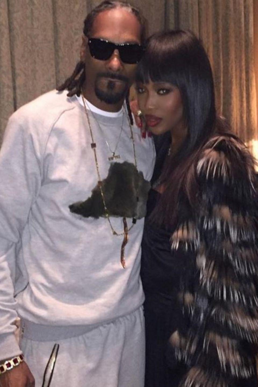 Snoop Dogg und Naomi Campbell  Snoop Dogg feiert Geburtstag und Freunde gratulieren: Eine besonders schöne Freundin, die mit diesem innigen Foto gratuliert, ist Supermodel Naomi Campbell.