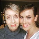Schauspielerin Wolke Hegenbarth teilt ein Selfie mit ihrer jung gebliebenen Mutter Gaby. Deshalb auch der passende Hashtag dazu: #mit66jahrenfängtdaslebenan.