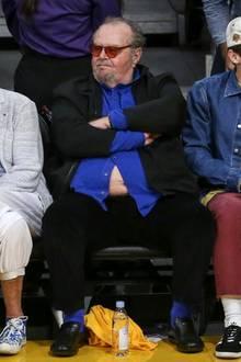 Und da ist es schon passiert: In vorderster Zuschauerfront leuchtet Jack Nicholsons üppiger Bauch den Zuschauern und Basketballspielern entgegen, wie es ein Vollmond nicht hätte besser machen können.