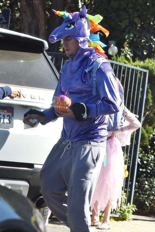 Für seine Tochter Everly macht Channing Tatum alles: Auch als lila Einhorn verkleidet zu einer Halloween-Party gehen.