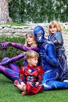 """Jaime King und ihre Liebsten verkleiden sich in diesem Jahr als """"Power Rangers""""."""